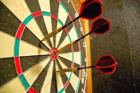 1024px-Darts_in_a_dartboard