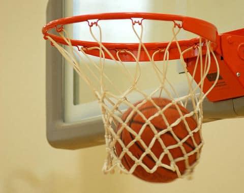 800px-Basketball_through_hoop